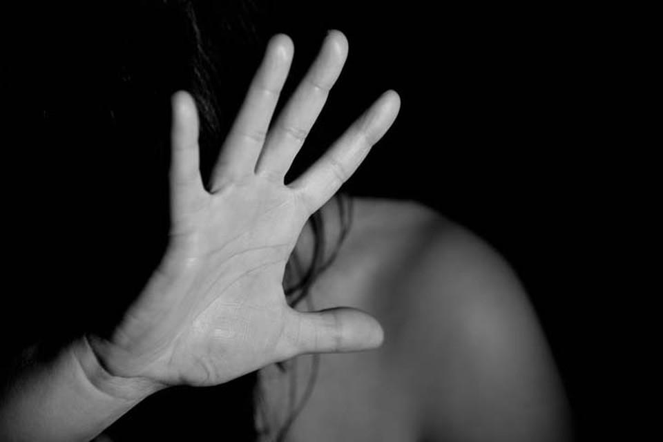 Во время ссоры мужчина пнул свою сожительницу в живот