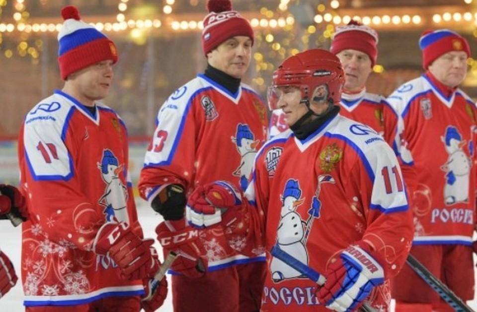 Песков прокомментировал возможность участия Путина в хоккейном матче на Красной площади