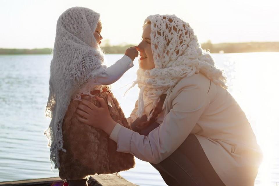 В России День матери отмечается в последнее воскресенье ноября с 1998 года.