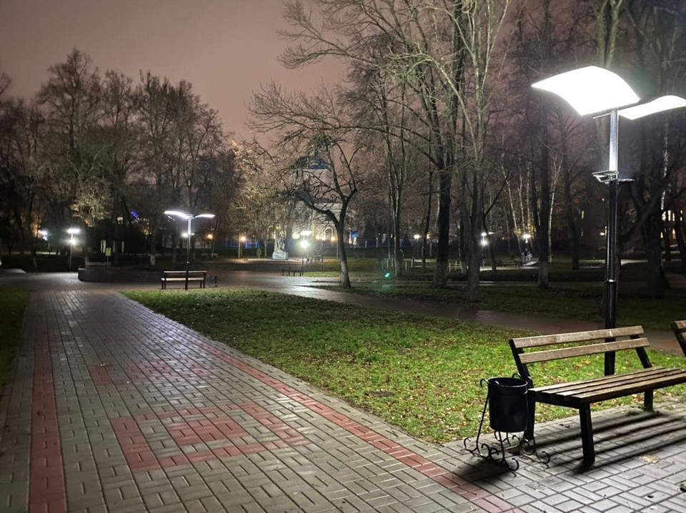 В курском парке Дзержинского установили 115 новых светильников