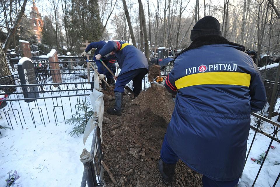 Ритуальным конторам запретят покупать информацию о покойниках: в России предлагается провести зачистку похоронного бизнеса