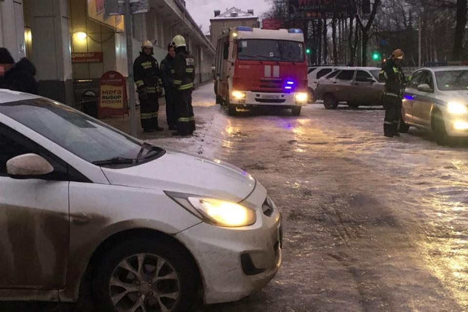 Женщина попала под колеса машины. ФОТО: МЧС Ярославль Твиттер