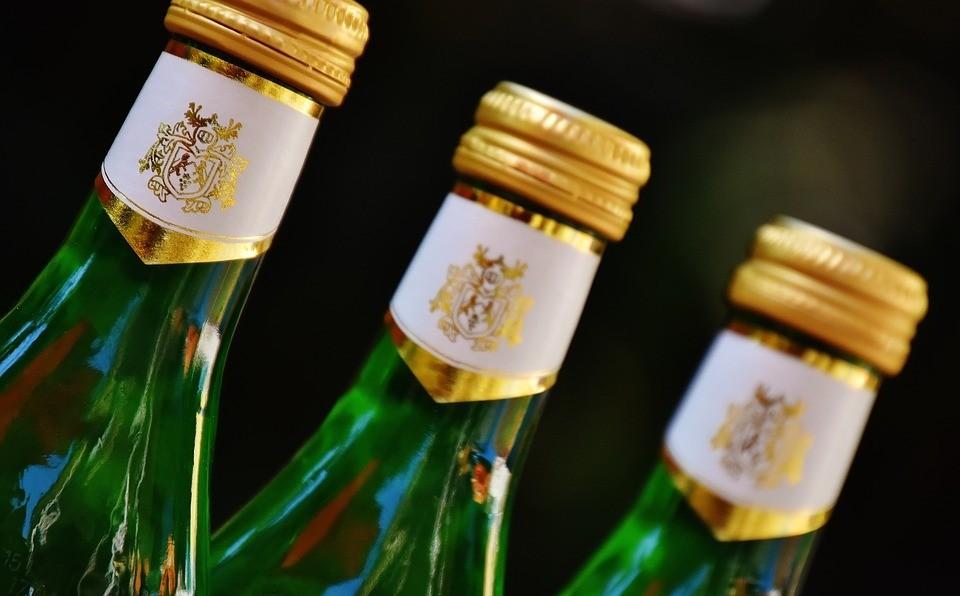 В Сургуте продавец-пенсионер продал девочке алкоголь. Фото - pixabay.com.