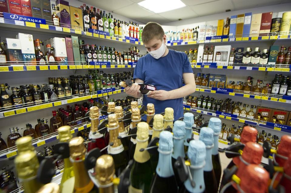 Россиянам разрешили выпить шампанского после вакцинации от коронавируса