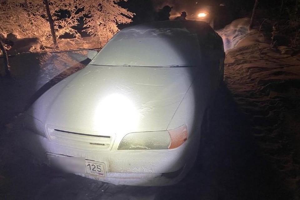 «Один замерз насмерть, другой обморозился»: парней, пропавших по дороге из Якутска в Магадан в -50 градусов, в обледенелой машине нашел участковый