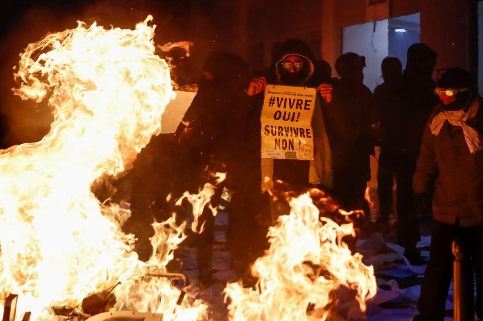 Число задержанных на акции протеста в Париже достигло 64 человек