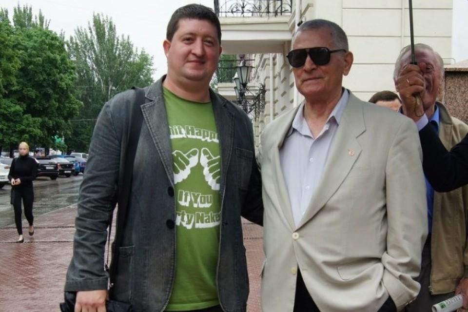Виктор Владимирович (справа) отмечал в Ростове свой 70-летний юбилей и с удовольствием общался с коллегами. Фото: личный архив Максима Кадаева.
