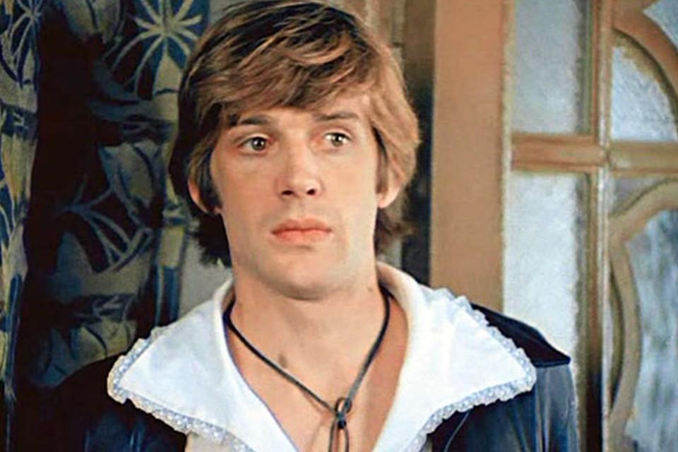 Александр Абдулов - один из самых красивых, популярных и талантливых советских актеров - очаровательный Медведь из «Обыкновенного чуда»