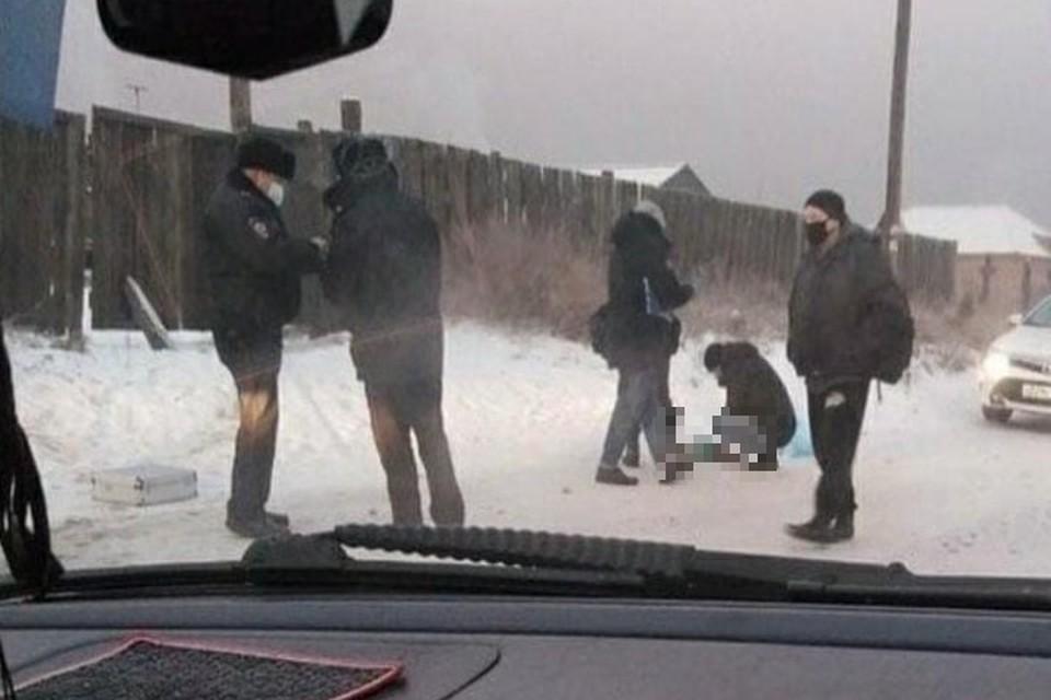Девочка лежала прямо на дороге Фото: соцсети