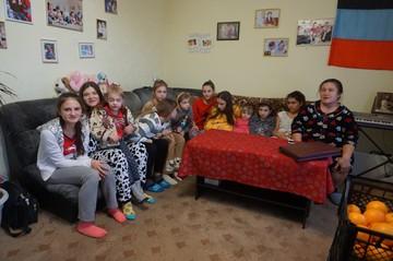 Как выживает детский дом семейного типа в Докучаевске: «У нас все дети родные, слова «приемные» мы не знаем»