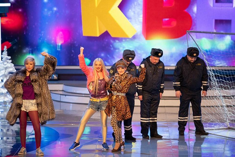Стартовали наши земляки не очень хорошо - по итогам первого конкурса заняли последнее место. Фото: kvn.ru