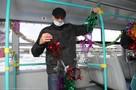 Автопарк Деда Мороза: расписные троллейбусы и «елки» на колесах