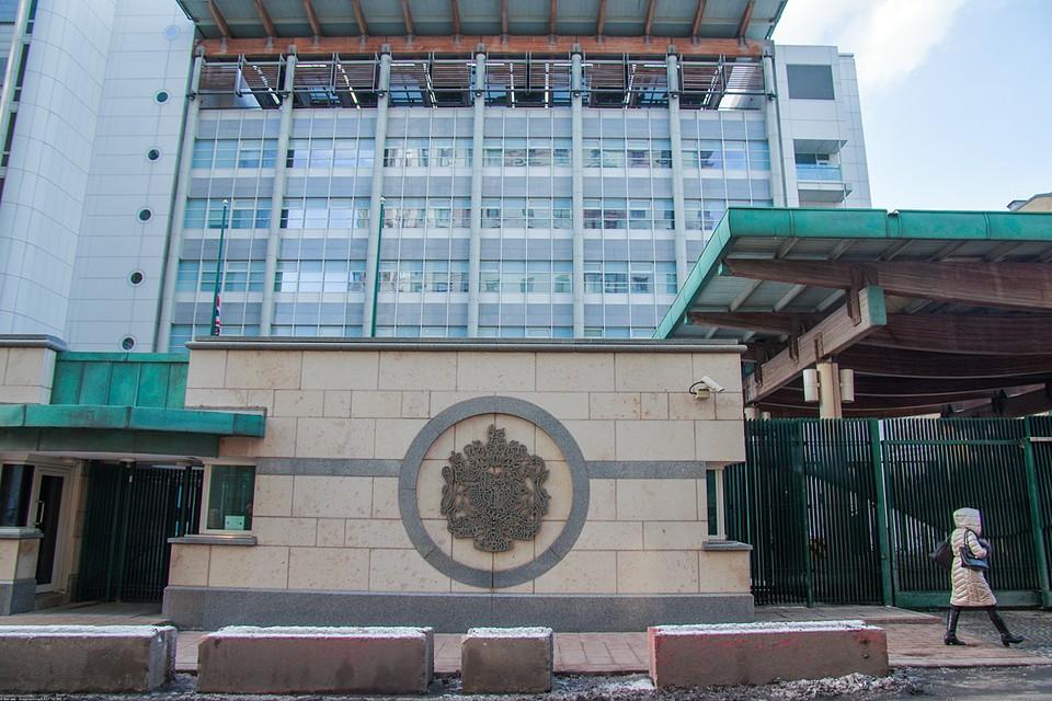 Посольство выдавать визы отказалось