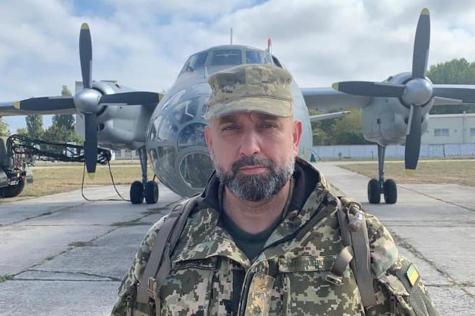 Сергей Кривонос публично возил фейсом по тейблу самого президента страны и заодно верховного главнокомандующего вооруженными силами незалежной.