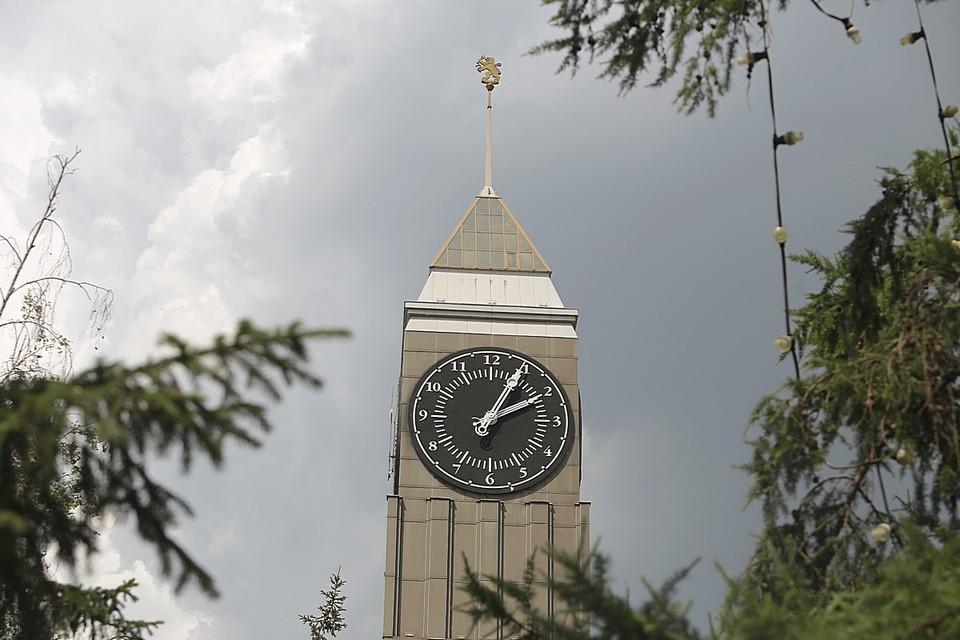 Городские часы в полдень будет играть гимн