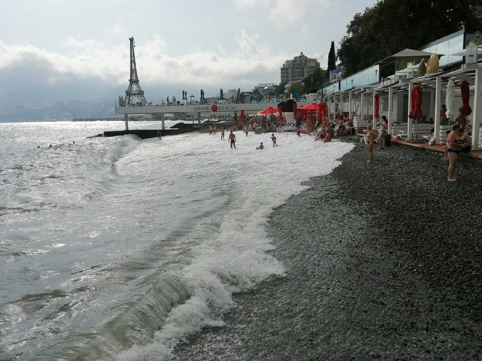 В Ялте прекрасные галечные пляжи, нет никакого песка.