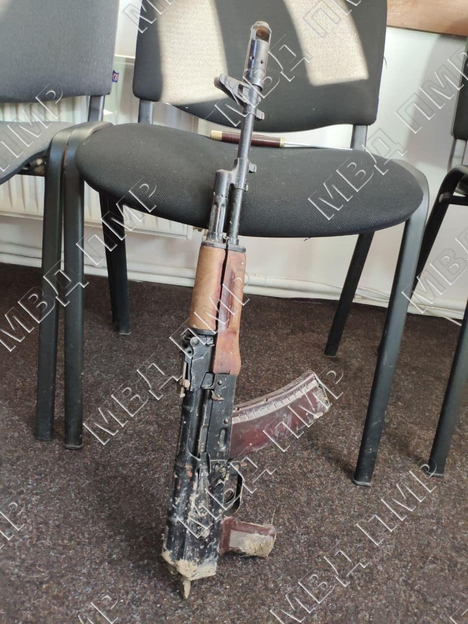 Задержанные сдали автомат, из которого застрелили авторитета (Фото: МВД Приднестровья).
