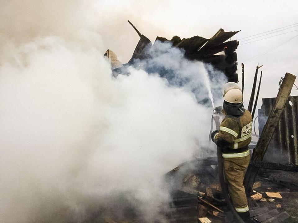Справиться с пожаром удалось за 3 часа. Фото: пресс-служба ГУ МЧС России по Омской области