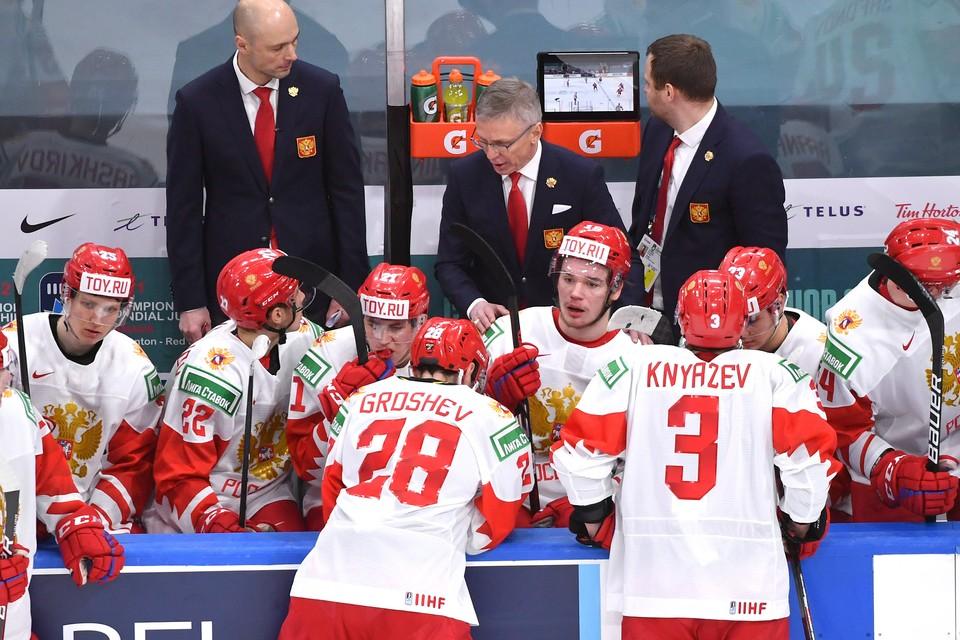 Россияне проиграли свой полуфинале Канаде со счетом 0:5.