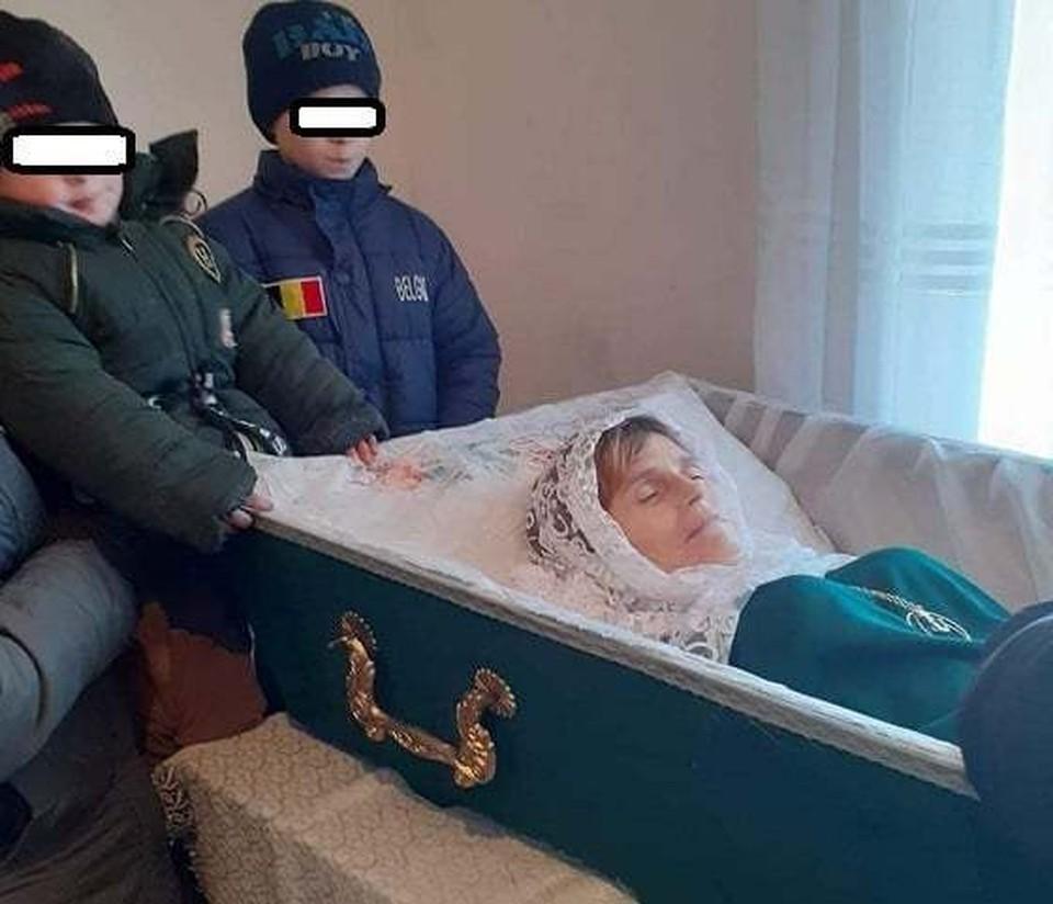 Женщину хоронили в открытом гробу. Фото: соцсети