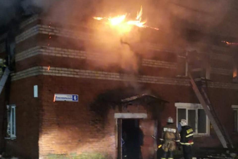 Двухэтажное общежитие сгорело в Лыскове ночью 6 января.