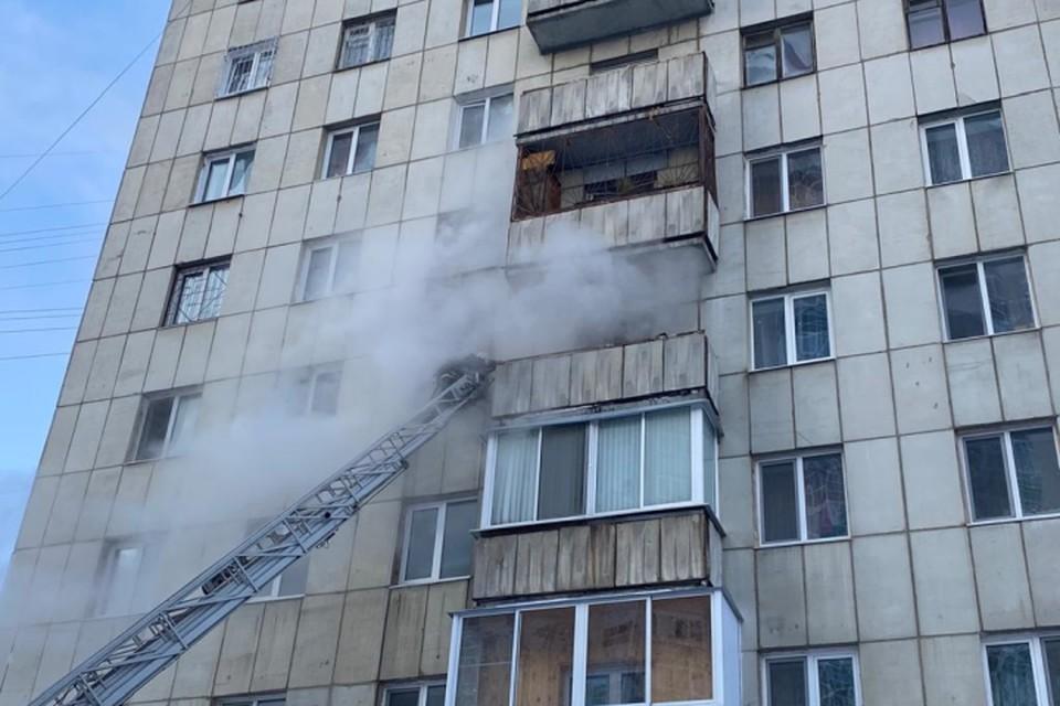 Загорелась квартира на пятом этаже. Фото: ГУ МЧС по Свердловской области