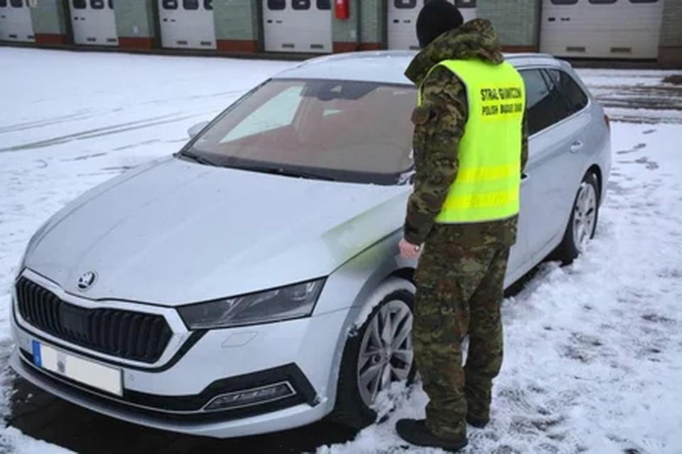 Французы пытались прорваться в Беларусь на угнанной в Германии Skoda. Фото: пресс-служба пограничной службы Польши