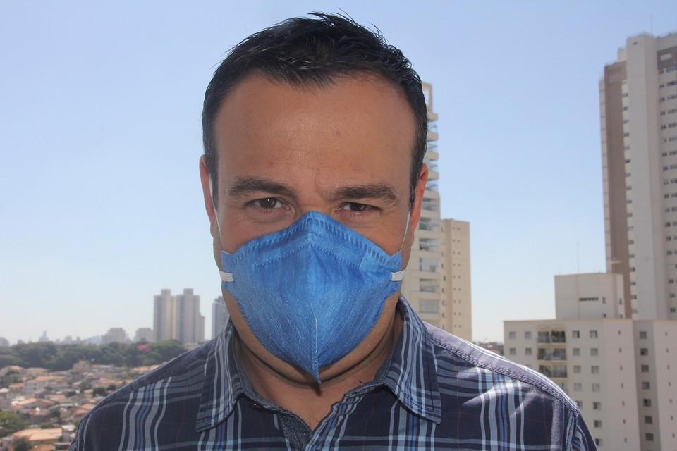 Информация, что вакцинированные люди будут носить синие маски оказалась фейком