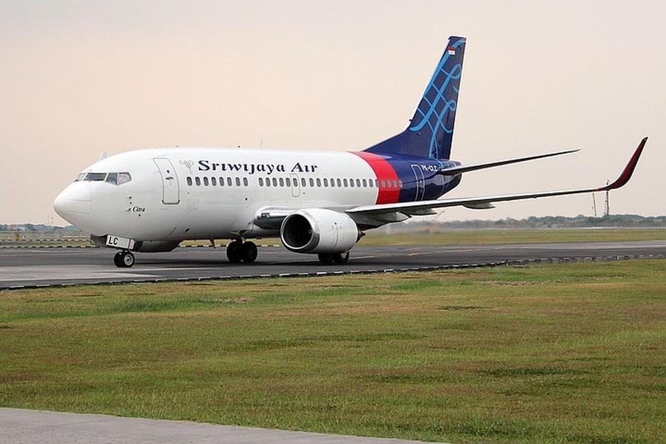Boeing 737-500 пропал с радаров спустя 4 минуты после вылета из аэропорта Джаркарты. Фото: EPA/ТАСС