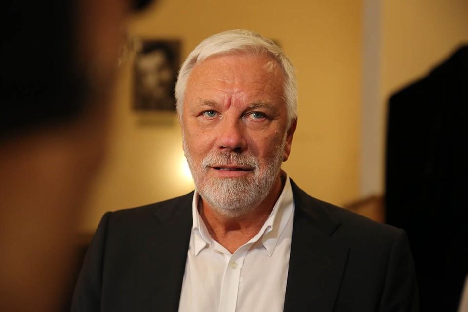 74-летний телеведущий Дмитрий Крылов на новогодних каникулах сделал первую прививку.
