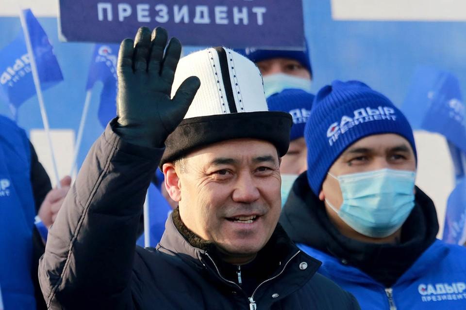 У плодовитой на президентов земли киргизской снова урожайный год. Очередной глава страны Садыр Жапаров убедительно победил на выборах – более 80% голосов. Фото: EPA/ТАСС