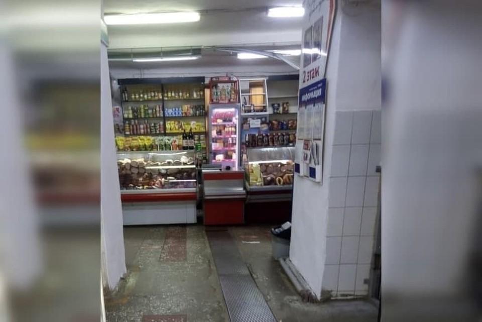 """На антисанитарные условия на рынке пожаловались жители Златоуста. Фото: """"Гражданский патруль""""/vk.com"""