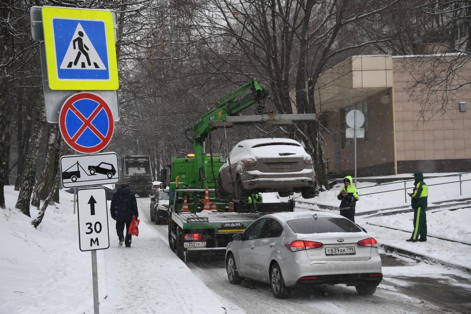 Машины, припаркованные в неположенном месте, будет увозить эвакуатор.