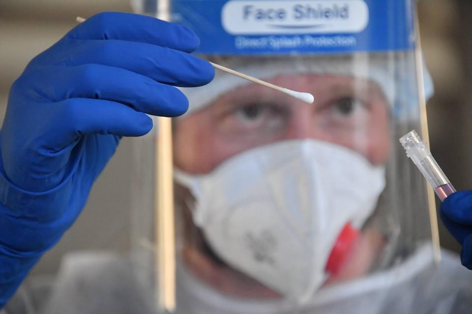"""Болибок рассказал влияют ли особенности """"британского"""" штамма коронавируса на длительность заболевания."""