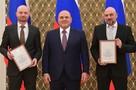 Мишустин вручил военкорам «Комсомолки» Александру Коцу и Дмитрию Стешину премию правительства