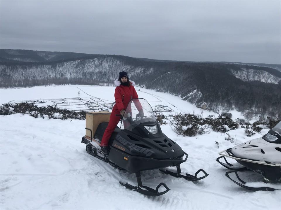 Любители активного отдыха могут покататься на снегоходах по Белой