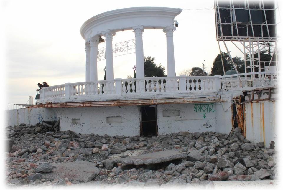 Каменному символу Алушты может грозить обрушение. Фото: фото Kompress Krymski / Черный список|Алушта / ВКонтакте