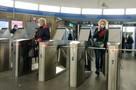 «Пока лучше ездить по карте»: Когда в метро Петербурга устранят глобальный сбой с льготным проездом