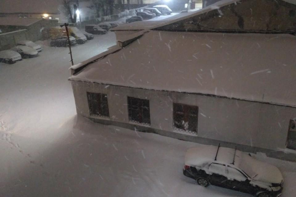 В Брянске метель началась после пяти часов вечера 13 января.