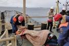 В заливе Находка специалистам пришлось спасать матроса, упавшего с высоты