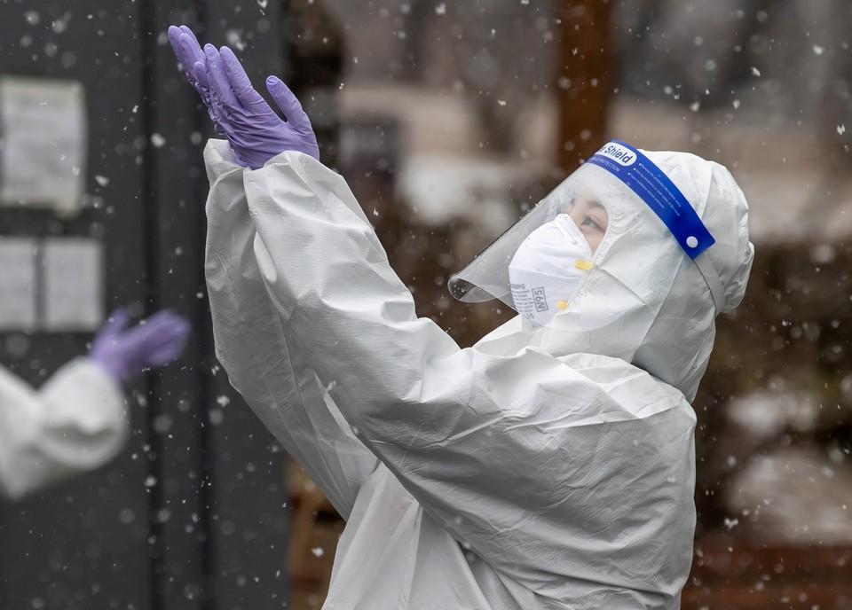 В 2021 году у человечества наконец-то появился ответ коронавирусу в виде вакцинации.