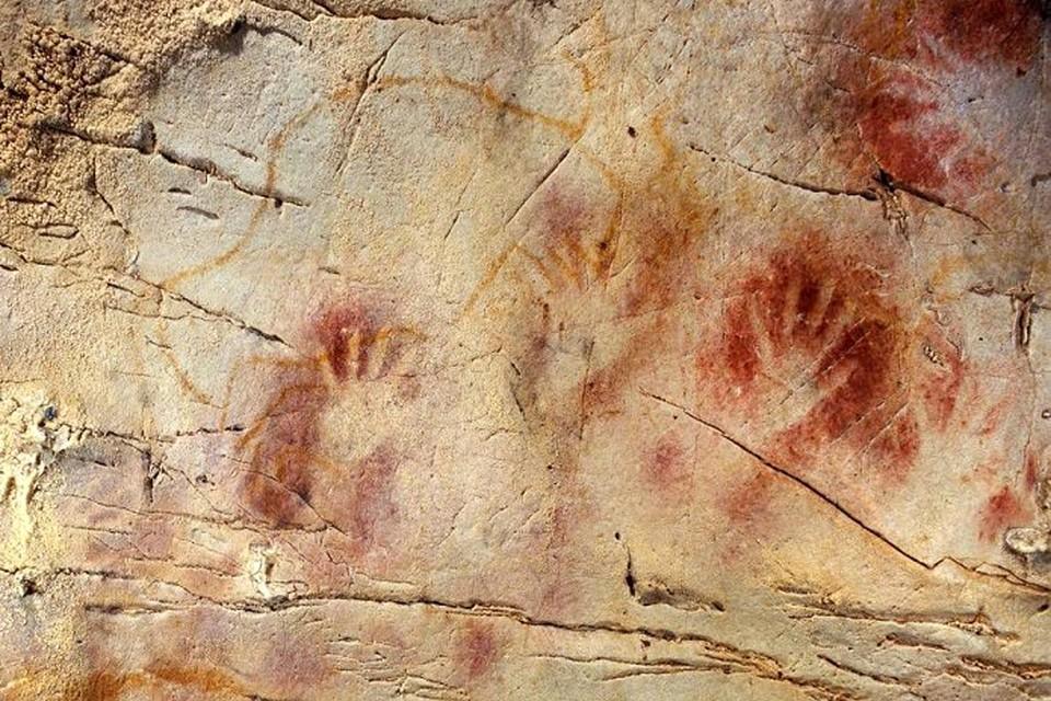 """Cамыми старыми изображениями были так называемые """"ладошки"""" - отпечатки рук, сделанные трафаретным способом"""