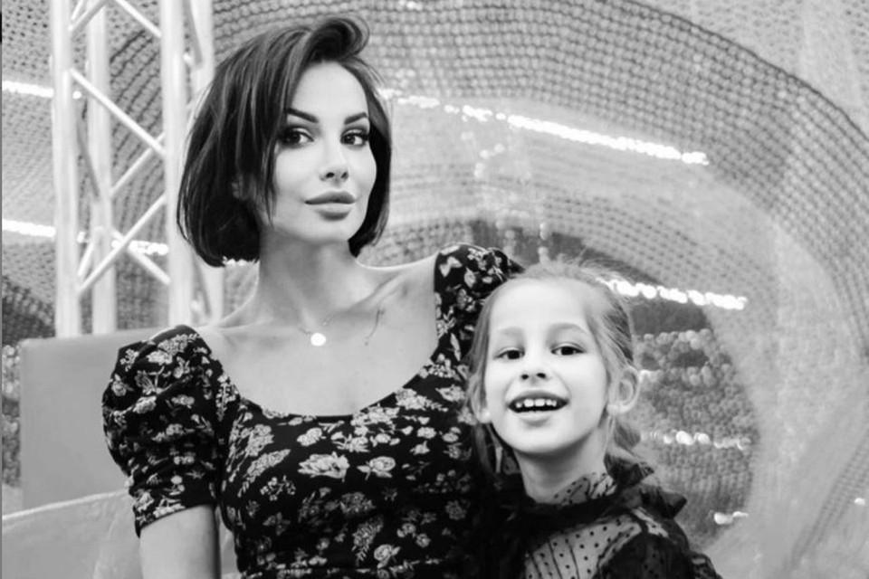 Вторая жена Грачевского Анна с дочкой Василисой. Фото: Инстаграм.