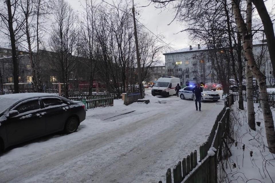 """На месте работают экстренные службы. Фото: группа """"Мурманск"""""""