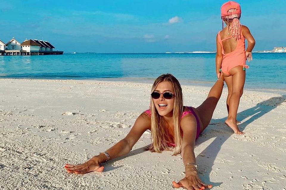 Алина Шпак прилетела на Мальдивы вместе с дочкой Есенией.