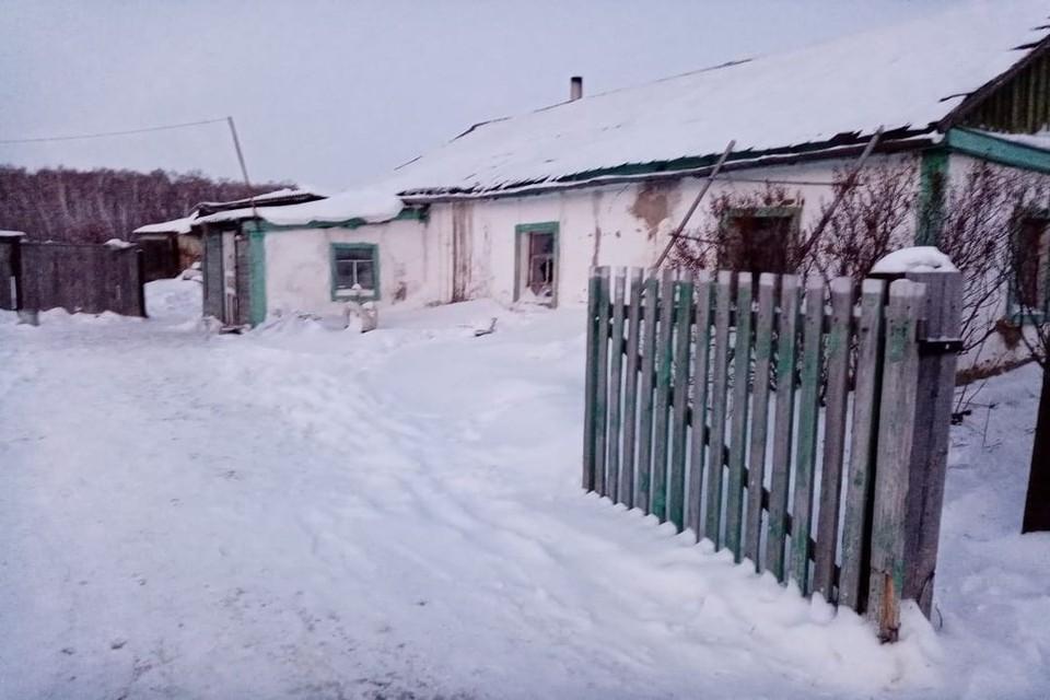 Пожар в доме многодетной семьи начался ночью. Фото: ГУ МЧС по Новосибирской области