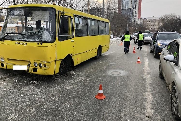 Автобусом «Богдан» управлял 43- летний водитель. В 2020 году он 7 раз привлекался к административной ответственности за нарушения правил дорожного движения. Фото: УГИБДД по Екатеринбургу