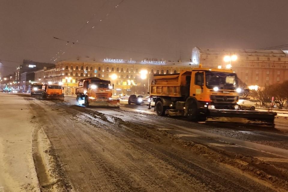Видео и фото последствий мощного снегопада в Санкт-Петербурге 21 января 2021 года. Фото: комитет по благоустройству