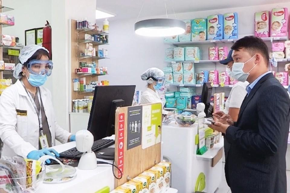Аптеки обязали снизить предельные цены на ряд лекарственных средств, в том числе применяемых при лечении коронавирусной инфекции.