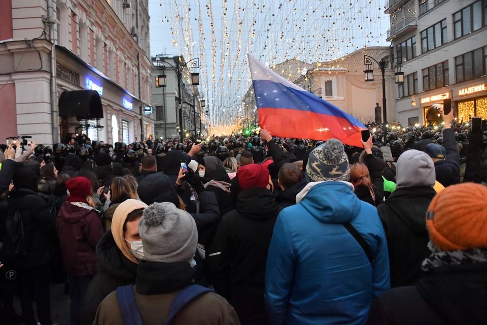 Корреспонденты kp.ru находятся на акциях протеста в Москве.